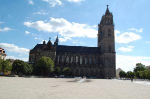 Magdeburger-Dom-Einkaufen-in-Magdeburg
