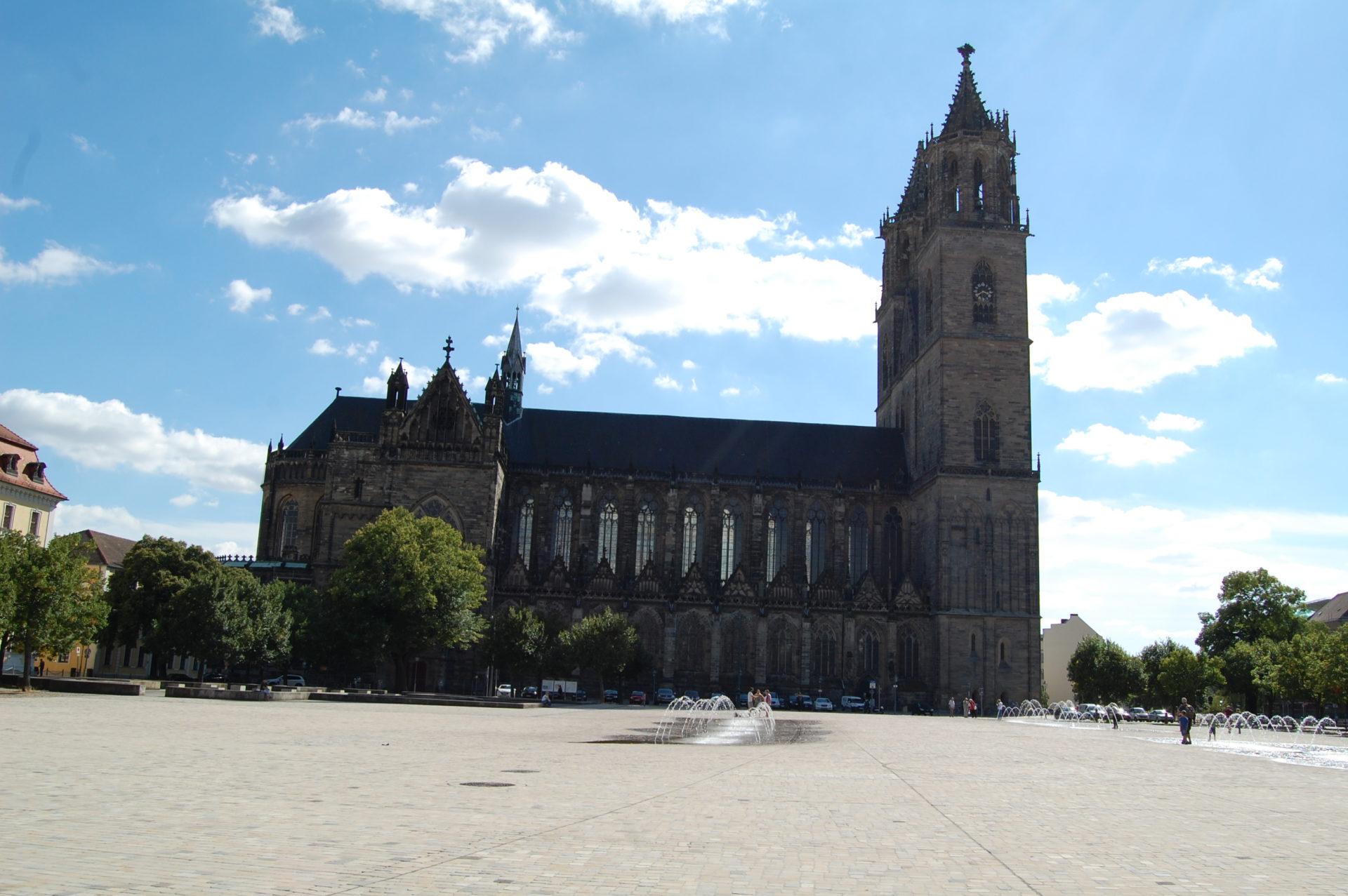 Domplatz und Magdeburger Dom. Foto: V. Leonarczyk