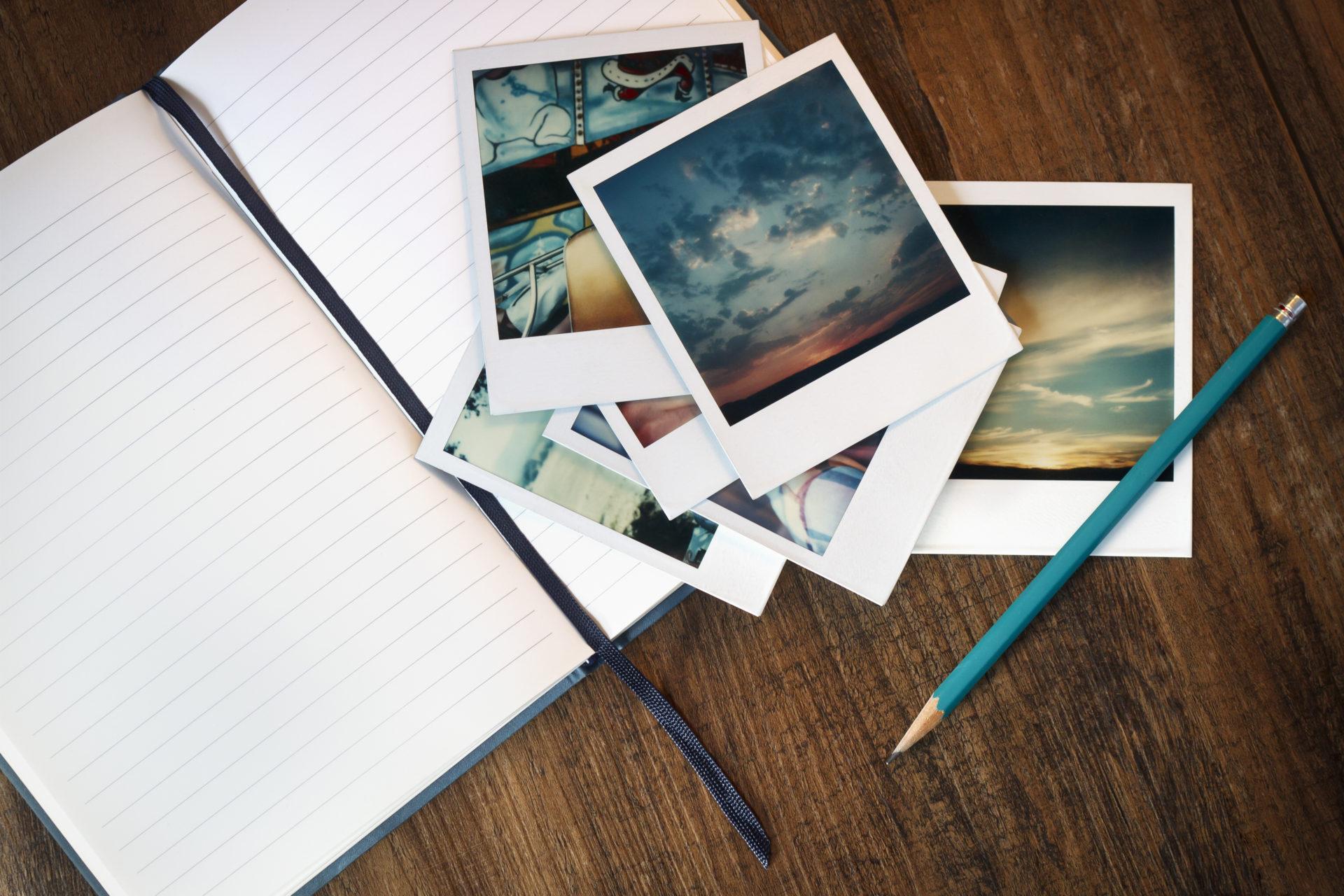 Notizbuch mit Fotografien von Urlaubszielen