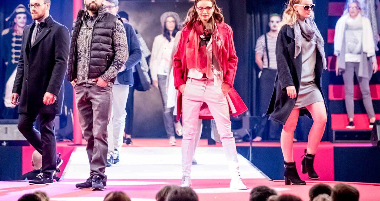 Models zeigen Fashion-Trends bei der Mode-Show Modavision in Magdeburg