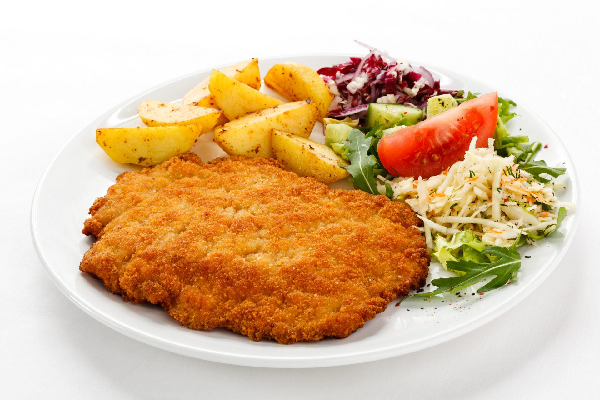 Kotelett, Bratkartoffeln und Gemüse